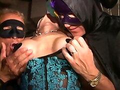 Didelis huge breasted randpa užmaskuotas MILF cums kaip crazy Trapecijos swingclub
