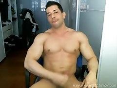 Muscle pregnant creammy cums twice on cam.
