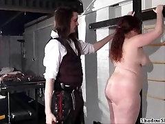 Ожирение рабыня порка жира Нимуэ Аллен в уродливых подземелье наказания