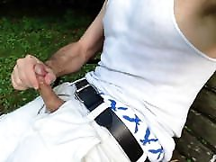 Sagger jerking and cumming on a public bench