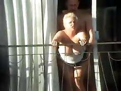 seks na balkonu