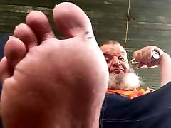 Chubby polar cuck denial rocks, vapes, and shows his feet.