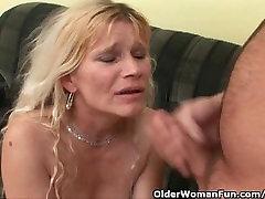 परिपक्व माँ बड़ा स्तन और बालों बिल्ली हो जाता है