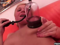 Blonde babe masturbates and pumps up her pussy