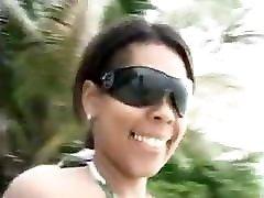 big boob latina paplūdimyje