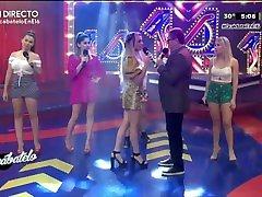Marina Sotelo rico culote y sexys piernas en minifalda HD