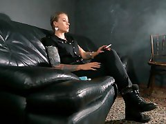 First, a smoke - Mistress Anette - sexdebut susanne - xxx gourmandise - Tattoos