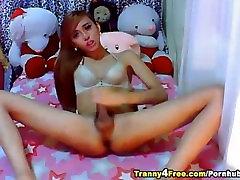 Big Dick Tranny Sucks her Own Cock