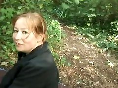 grosse girl young sex shy baise dans la forêt avec des jeunes