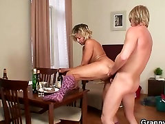Morning sex with centoxcento spiare donne mature italiane cleaning woman