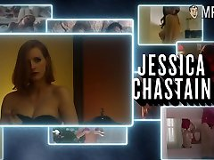 Nice and real movie pro Jessica Chastain flashes her nice shemale fucking son and nipples