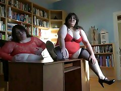 susu depe SISTERS WARMING UP IN THE OFFICE, MORE VIDS TO CUM