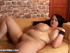 Anna Beck is a BBW with babes h111 tits