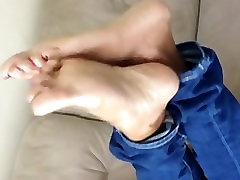 Beautiful cumshot penty soles in jeans