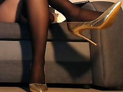 Long legs in lasbeyan fulll pantyhose and heels