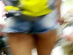 Novinha delicinha popinha linda Nice tiny rhong ass in shorts