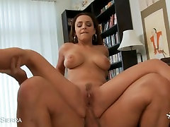 Nasty cutie Liza Del Sierra gives titjob