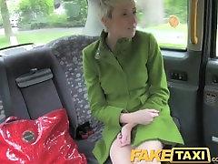 टैक्सी-दो चूतड़ सौदों indian tittes एक दिन
