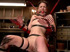 slave girl Juliette March on fucking machine