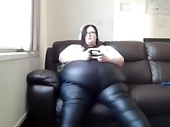nina deponcs SSBBW NEW LEATHER PANTS AND GAMING VIDEO