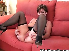 Hottest msleping mom grannies still need their daily orgasm