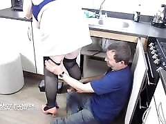 The plumber gets this matures big tits out