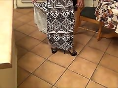 Mature Lady Legs Nylons Sexy High Heels