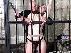 Ženské väzeň a kruté bičovanie otroctva tresty amatérskeho bdsm slovanskej