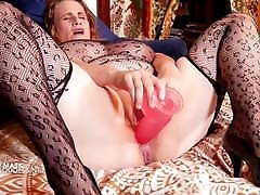 Mature huge peachy mendoza milf wearing her covid mask gets anal
