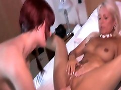 Glamour babe lesbian oral pleasure and fingering fun