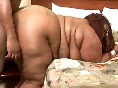 Ebony SSBBW gets a thorough massage