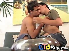 Young Latin twinks suck each other before hardcore bareback