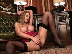 Didelis Krūtinėmis Puma Leigh Darby Masturbates