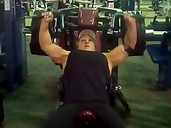 Female Bodybuilder 405lb hammer incline press
