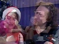Bjaurus žmona suteikia hubby karšto trijų, esančių ant Kalėdų