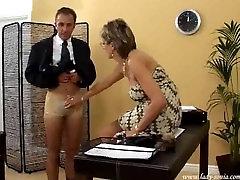 Ponia Sonia kailio pirštinės žaisti su vergais