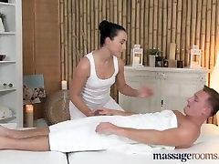 Masažo Kambariai Jaunų masažistė turi savo nusiskuto skylę užpildyti kietajame gaidys