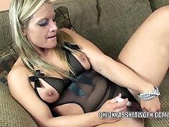 Mature my porn mobi Skylar Rae fucks her pussy with a big dildo