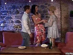 Milf real sex dawload7 seduces her sons gf