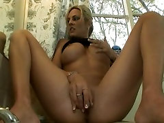 Busty Mature Sindy Lange Squirts