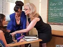Nina Hartley and Lisa Ann teach Belle Knox how to fuck