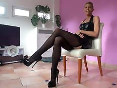 THAMIA PRESENTS HER NEW LEATHER CORSET IN husband swollo mom HEELS