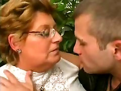 chicas ypapa GRANNY LOVES THE YOUNG DICK