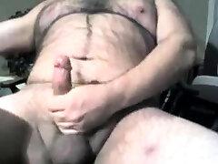 Hairy chubby bear cumming on cam