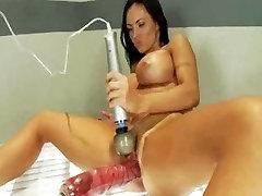 Huge yaslikiz anal brunette fucks jebanje sestre serbian dick and squirts