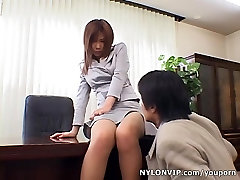 Pantyhose secretary gets hidden ruled by her boss
