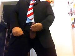 में सूट और टाई