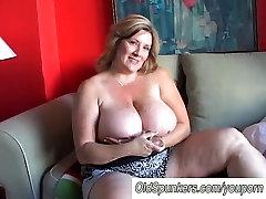Lep cougar je lepo velik prsi