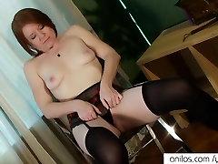 Redhead mom cums with vibrator