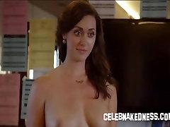 Celeb sarah moč golih izpostavljene njene velike prsi na tv